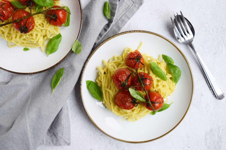 Linguine met amandelpesto en tomaatjes